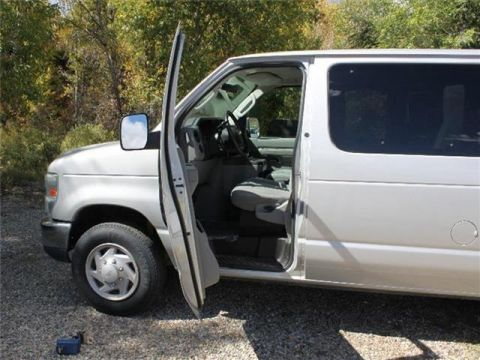 Pre-Owned 2009 Ford Econoline Wagon XLT